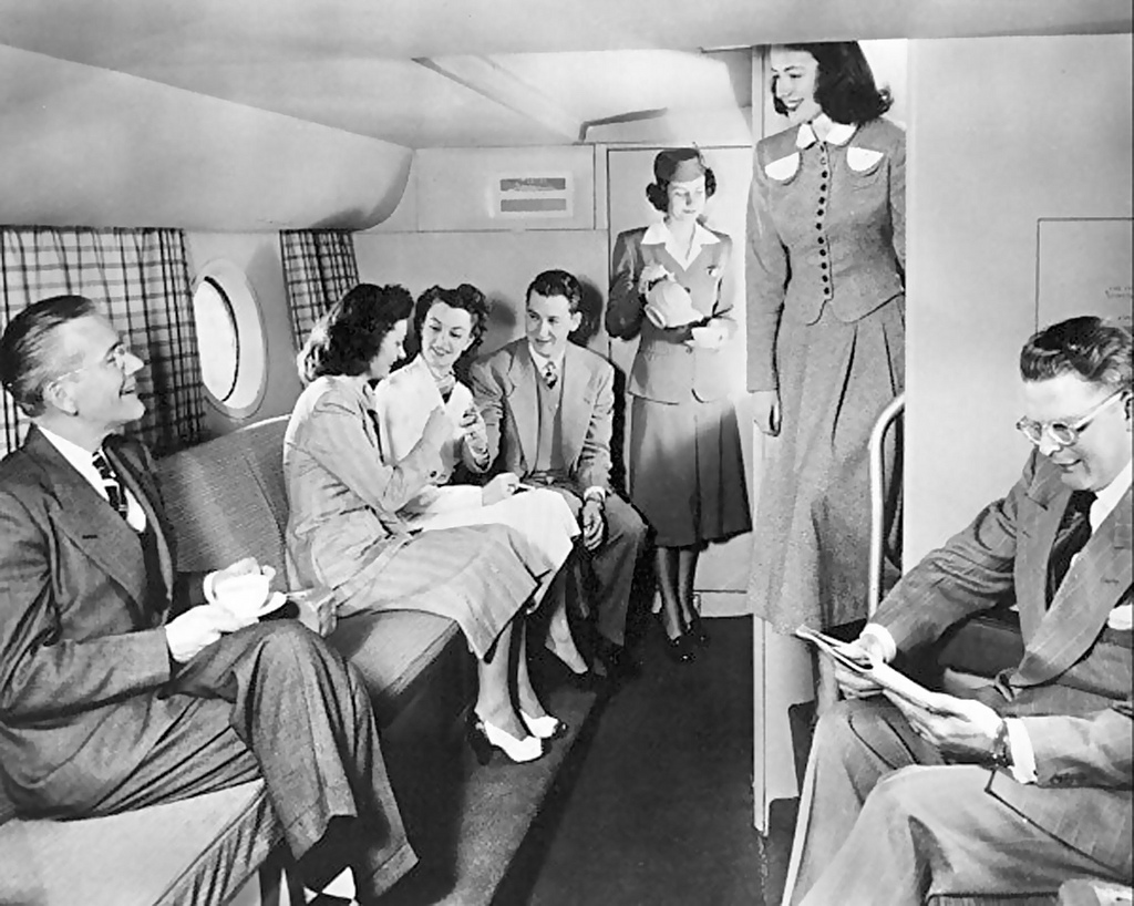 Boeing 377 StratoCruiser(1950).Salon du premier niveau. X-ray delta one via Flickr CC.