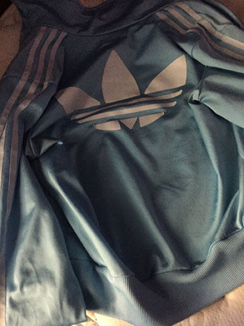 Robe noire et bleue ou blanche