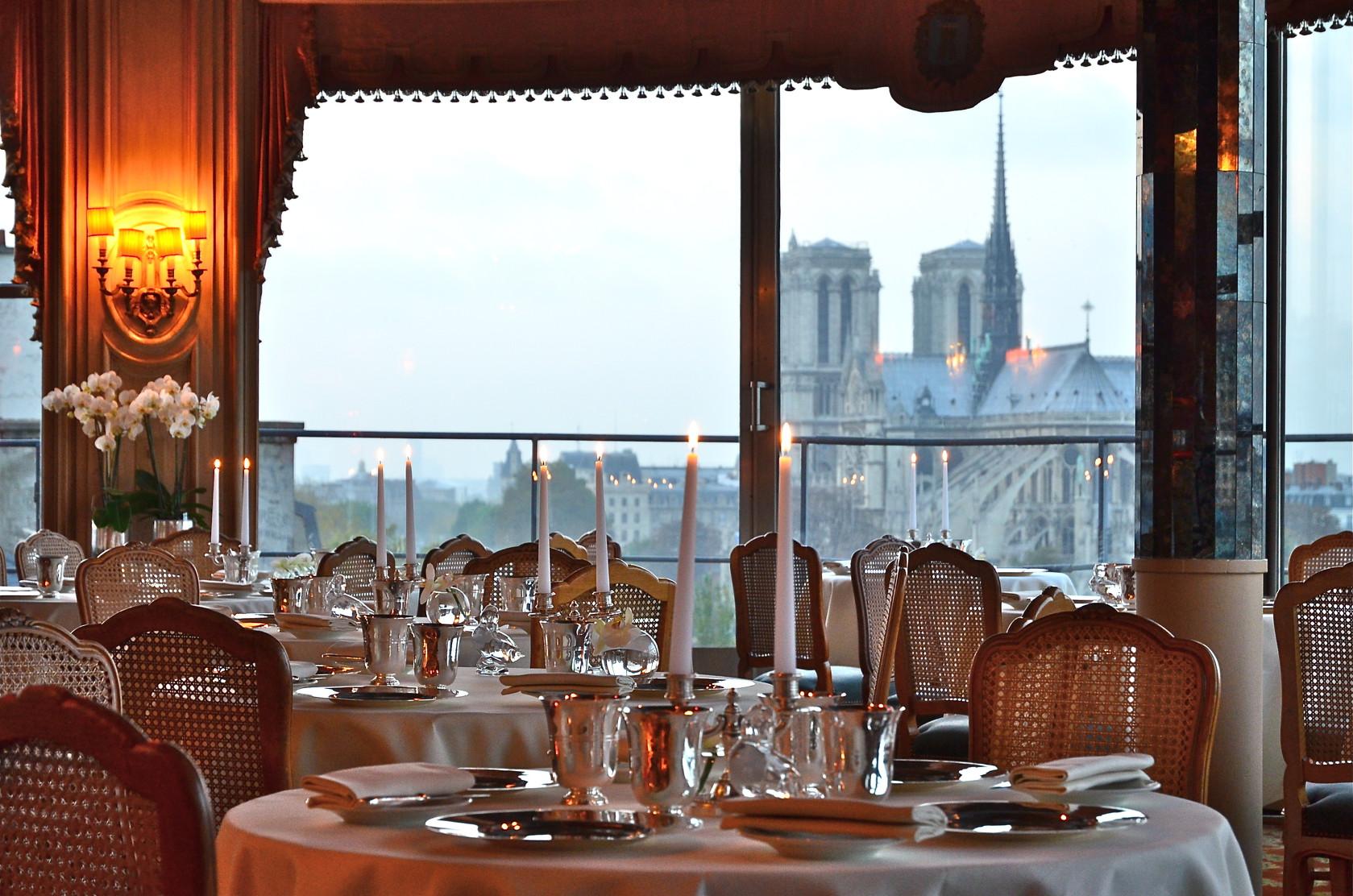 Restaurant Sur Le Toit Paris La Nuit