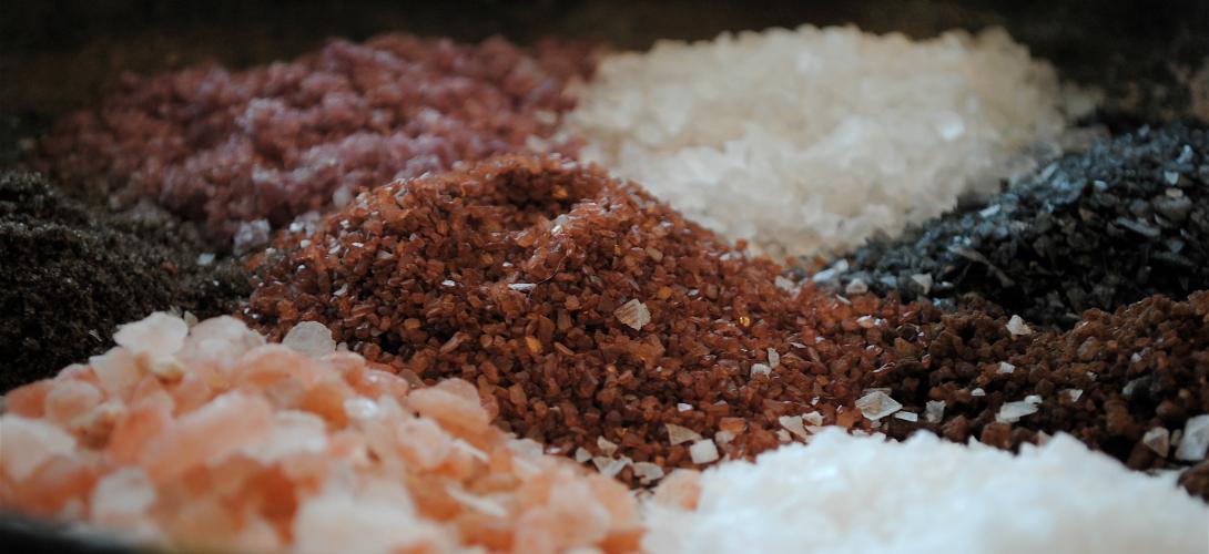 sel rose de l 39 himalaya fleur de sel sel noir comment les sels sp ciaux sont ils arriv s. Black Bedroom Furniture Sets. Home Design Ideas