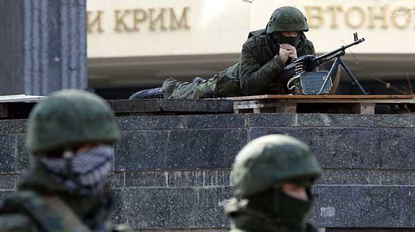 Les soldats russes déployés en Crimée sont des parachutistes