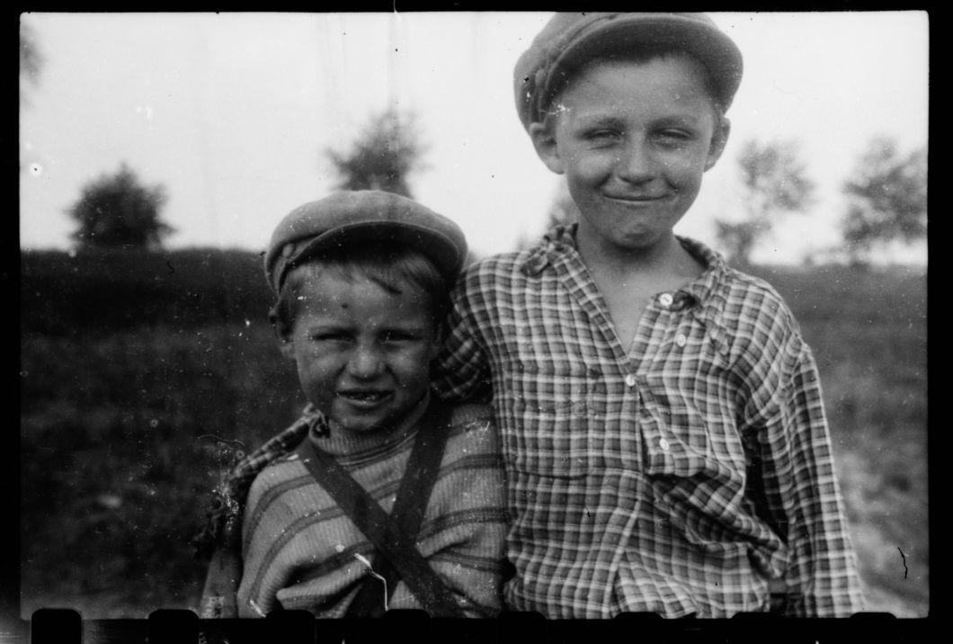 Photo trouvée dans la zone de Tchernobyl, village de Rudnya-Veresnya   Maxim Dondyuk