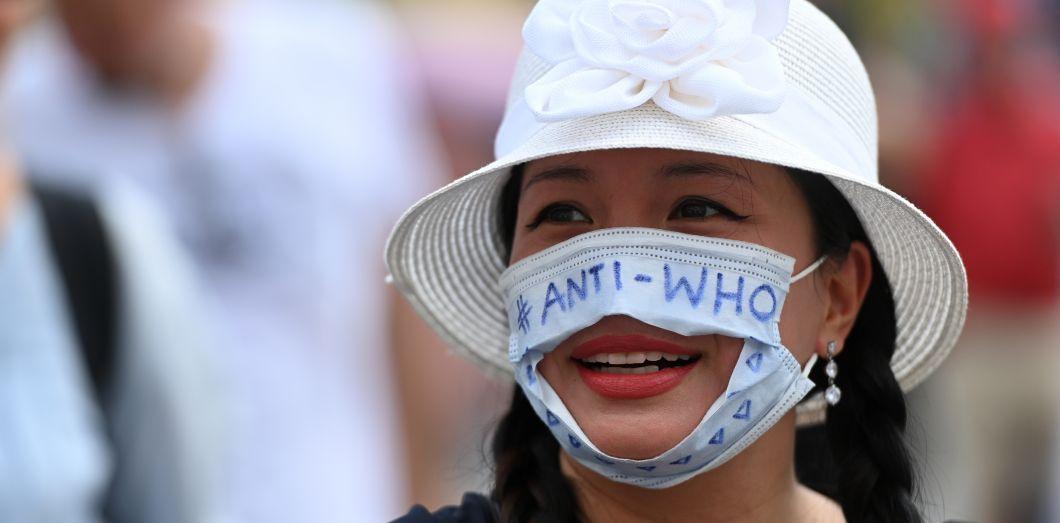 Des manifestant·es ont dénoncé cette obligation comme une forme d'esclavage.   Ina Fassbender / AFP