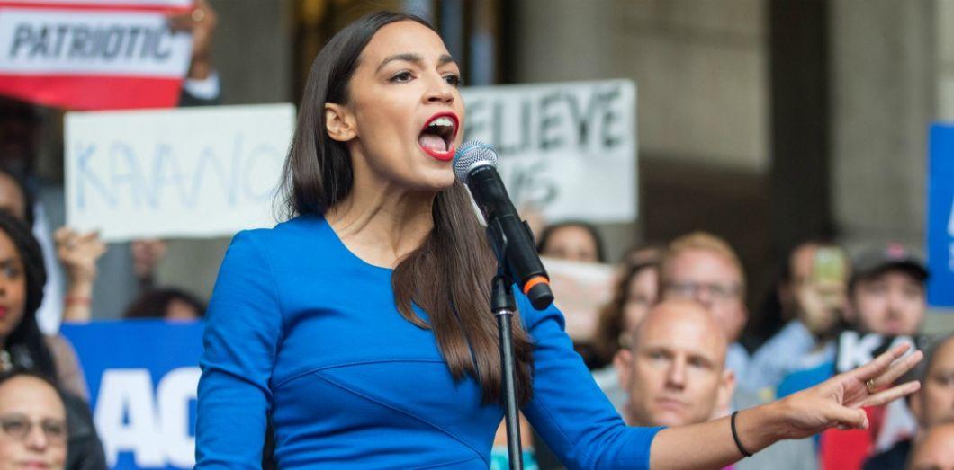 Alexandria Ocasio-Cortez fait un discours à Boston le 1er octobre 2018. SCOTT EISEN / AFP