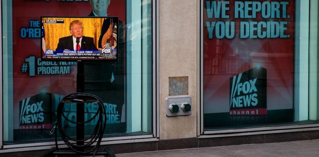 Comment Fox News encourage les théories du complot