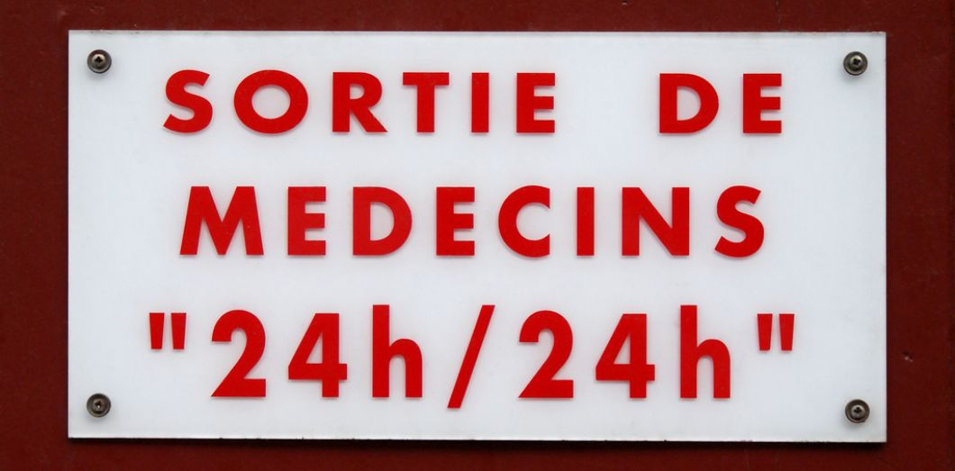 Des Centaines De Medecins Quebecois Protestent Contre La Hausse De