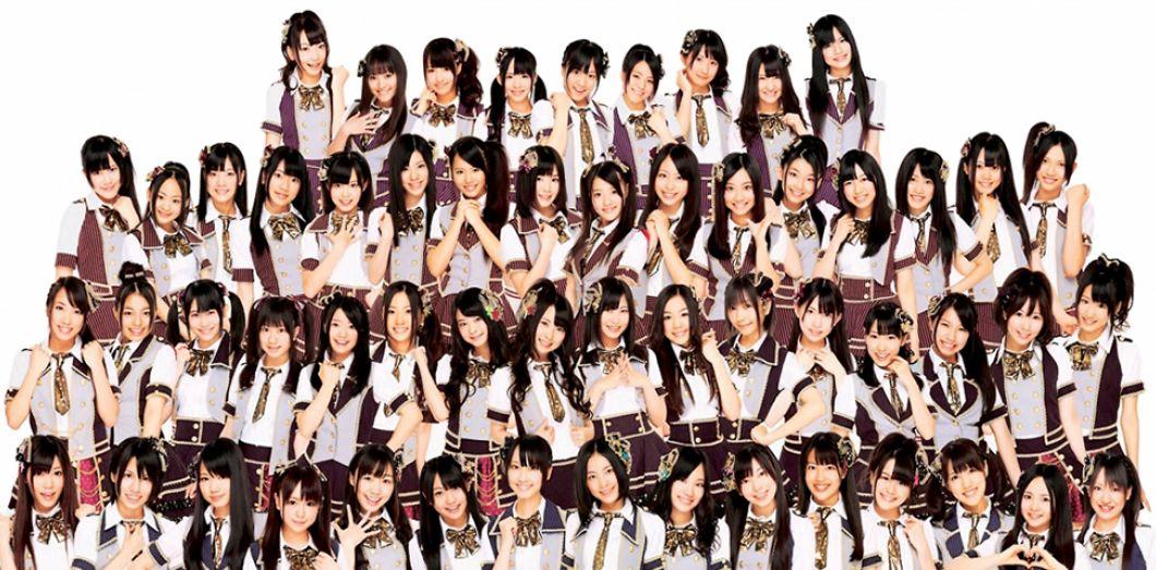 Au Japon, l'incroyable phénomène AKB48, petit groupe J-pop