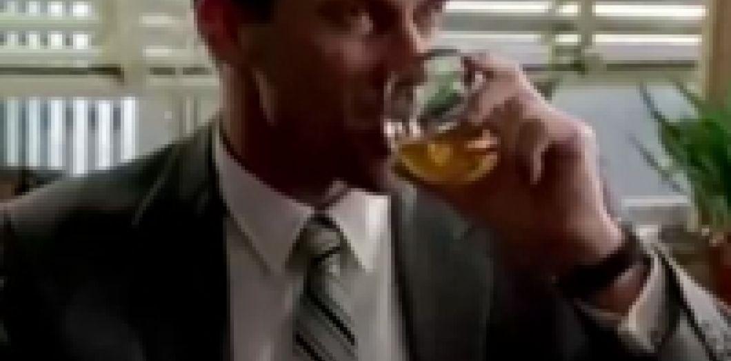 Vidéo  un montage de tous les verres bus dans «Mad Men»   Slate.fr 8f269b9fd1fd