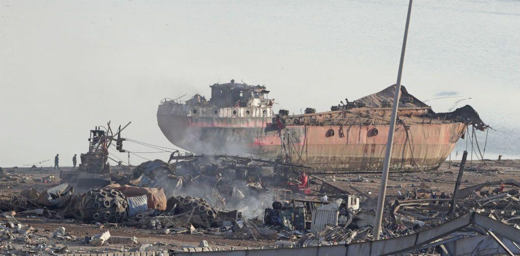 L'épave d'un bateau dans le port de Beyrouth, le 5 août 2020. | Anwar Amro / AFP