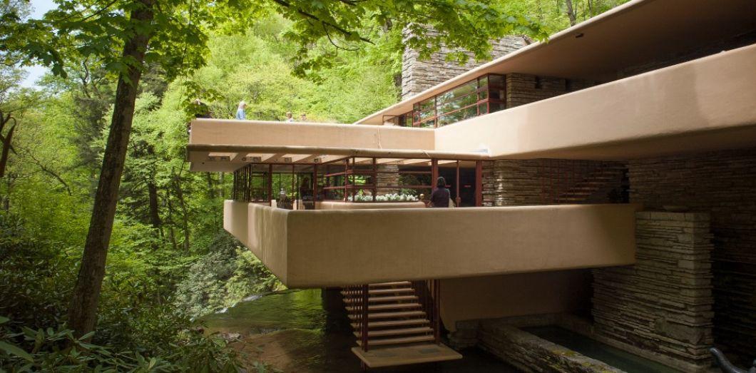 Fallingwater de frank lloyd wright la maison la plus célèbre du monde est un manifeste américain contre larchitecture de la boite de le corbusier