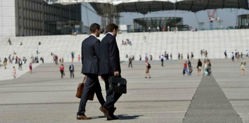 choisir authentique prix imbattable sur des coups de pieds de Pour les employés en costume-cravate, l'enfer de la canicule ...