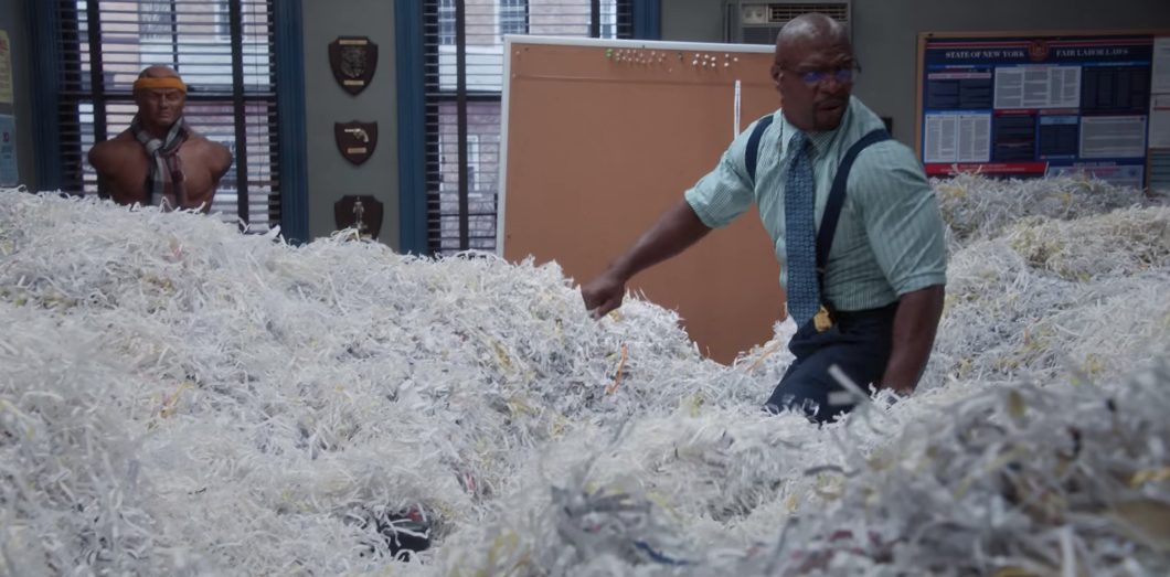Laissez parler les p'tits papiers  | Capture d'écran «Brooklyn Nine-Nine» via Youtube CC License by
