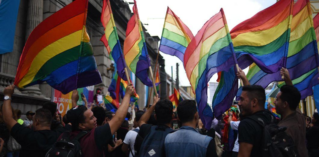POMPE VIOLENTE GAY