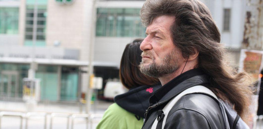 Coiffure de gangster pour les femmes aux cheveux longs