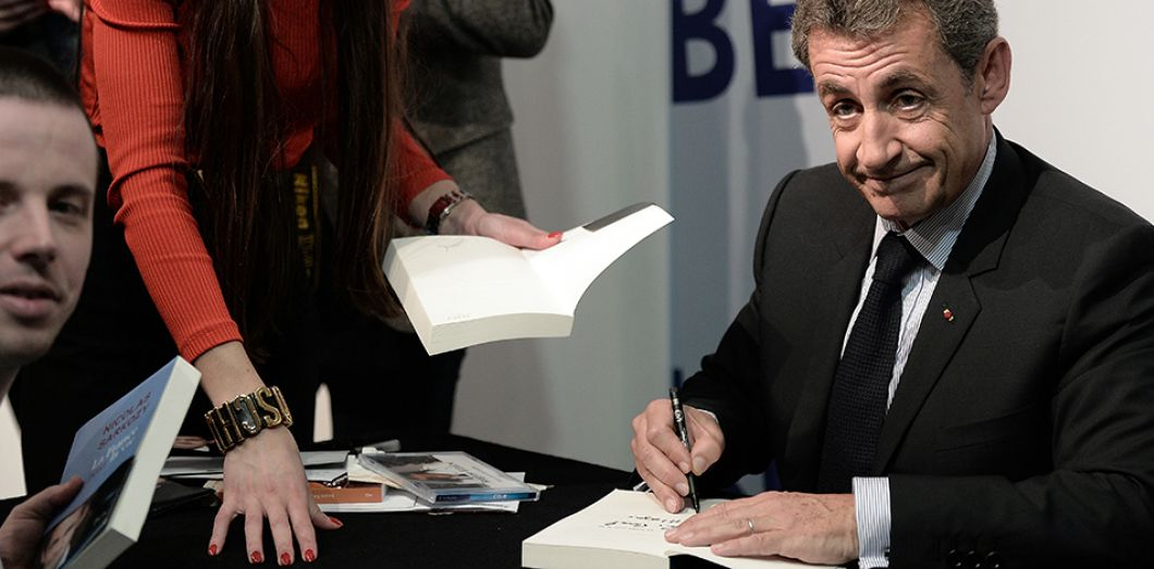 Nicolas Sarkozy A T Il Vraiment Deja Ecoule 67 725 Exemplaires De La France Pour La Vie Slate Fr