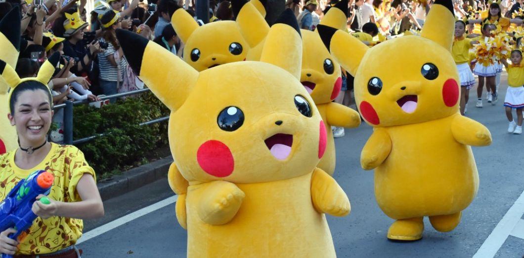 Derrière Les Pokémon Des Collégiennes En Rébellion Et Un