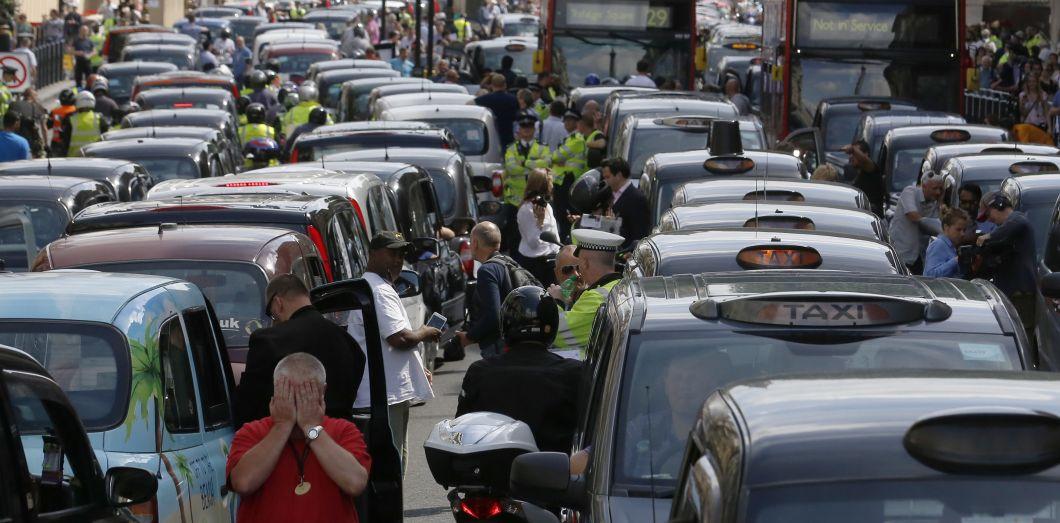 Quand Les Taxis Font Greve C Est De La Com En Or Pour Uber Slate Fr