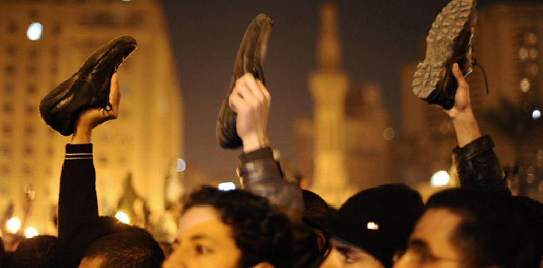 L'indice Révoltes De Lancer Du Chaussure Arabes 5q0WPq6rAn