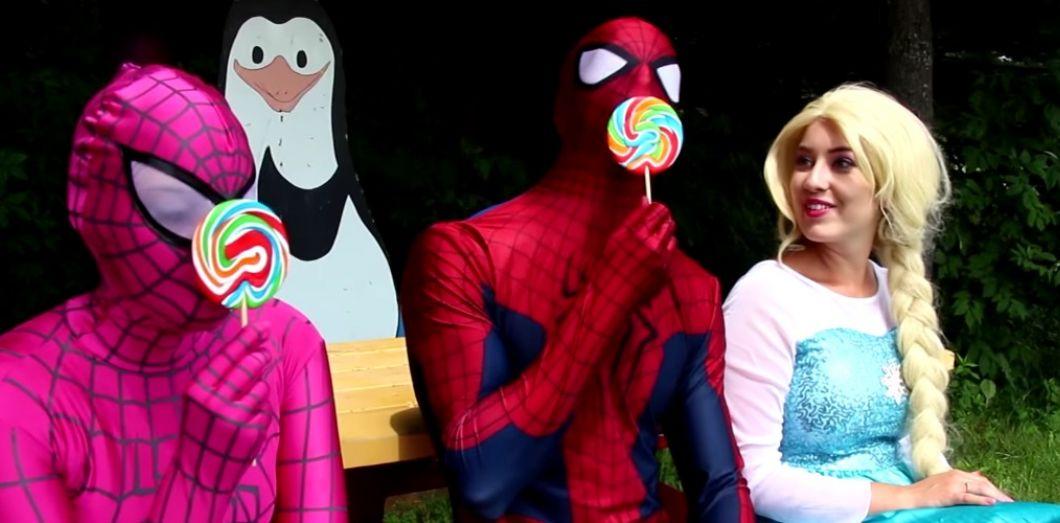 8524c238d87888 Sur YouTube, des adultes se déguisent en super-héros pour divertir ...