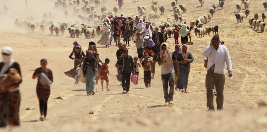 Des réfugiés yézidis fuient Sinjar en Irak pour se diriger vers la frontière avec la Syrie, le 10 août 2014 | REUTERS/Rodi Said