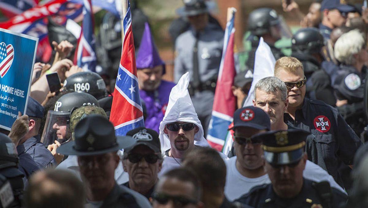 Un rassemblement de 50 membres du Ku Klux Klan mobilise un millier ...