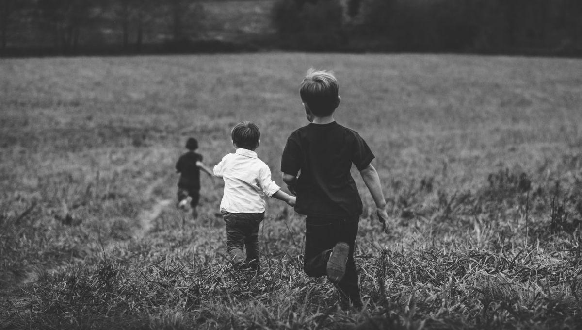 La notion d'expériences adverses vécues dans l'enfance recouvre des événements particulièrement stressants, voire potentiellement traumatiques, auxquels une personne est confrontée durant les dix-huit premières années de sa vie.  Jordan Whittvia Unsplash