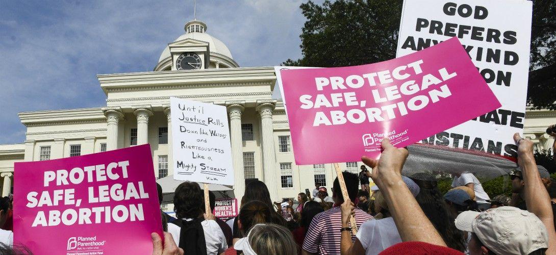 Les États-Unis veulent interdire un service d'IVG médicamenteuse à distance